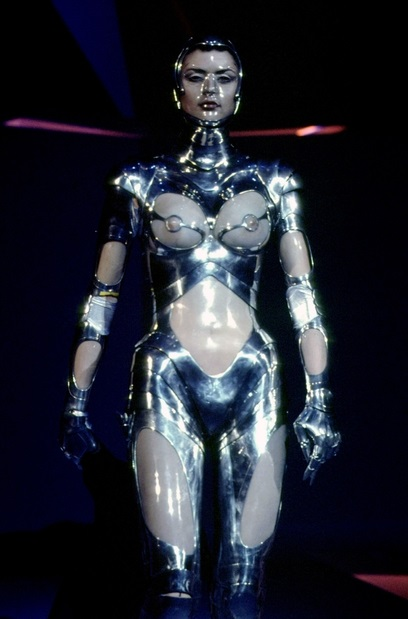 Thierry Mugler A Travers Le Miroir Of The Return Of Thierry Mugler Fashion News Cultism